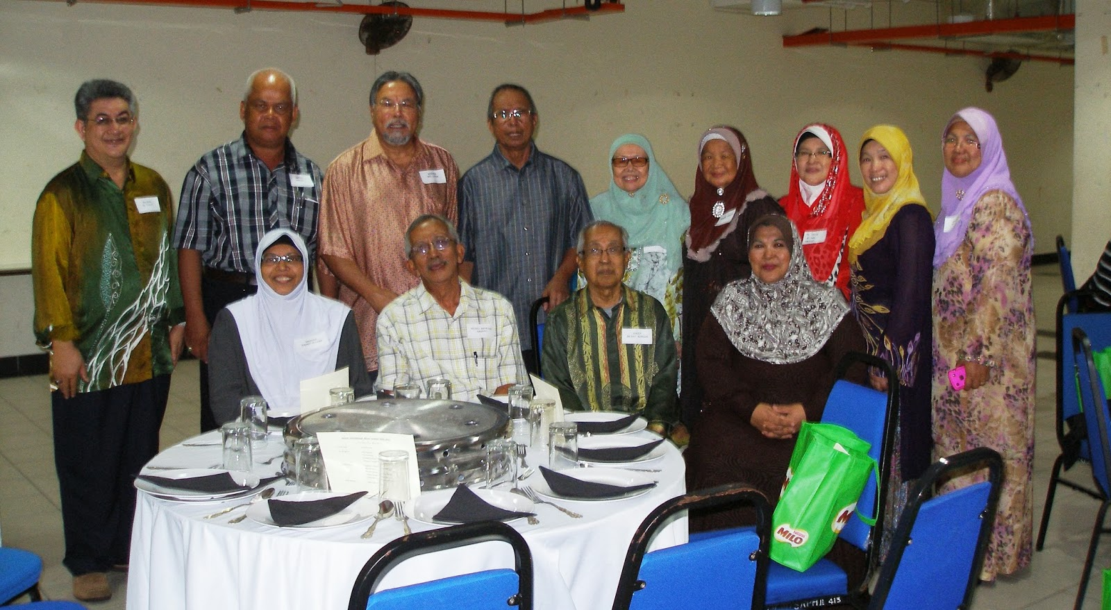 Pak Idrus's Blog...: Ex KKBS officers lunch get-together....