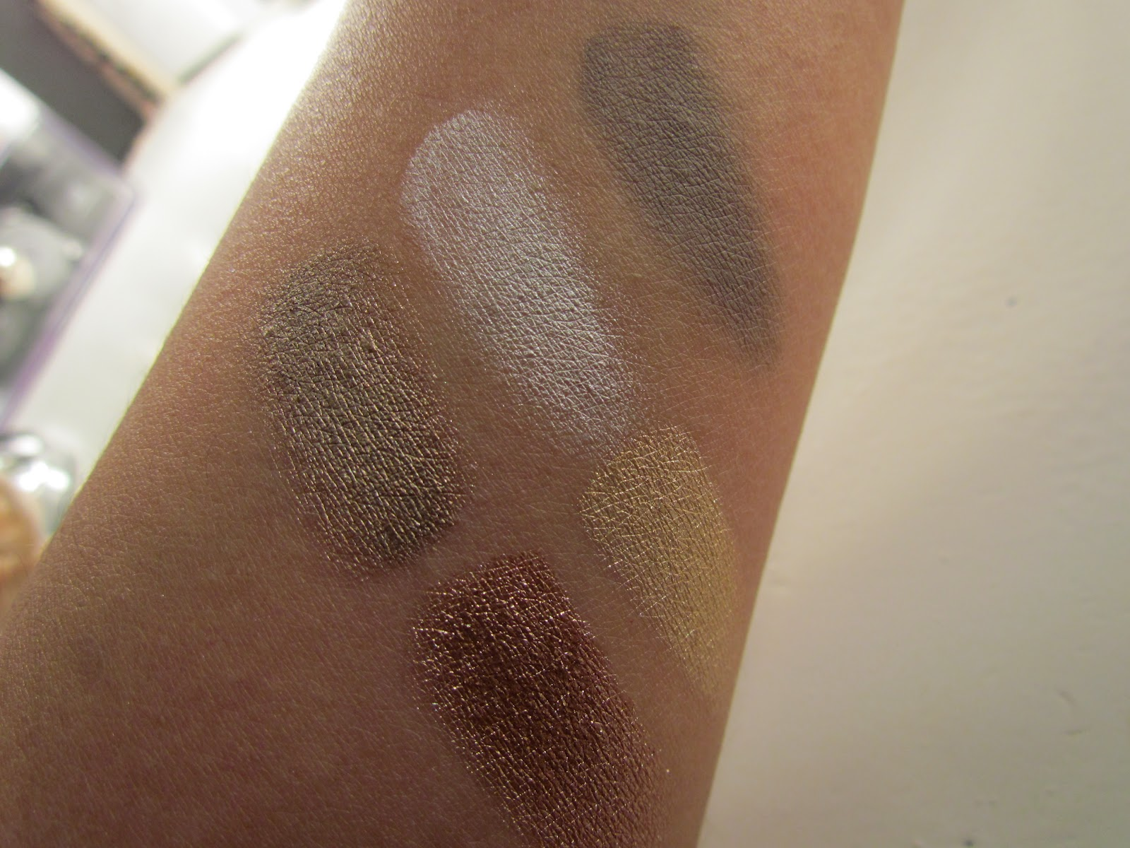 Maybelline color tattoo vs loreal infallible eyeshadow top l to r maybelline bad to the bronze too cool taugh as taupe bottom loreal infallible amber rush eternal sunshine baditri Image collections