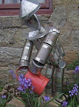 Hombre de hojalata para el jard n hecho con latas for Jardines en lata