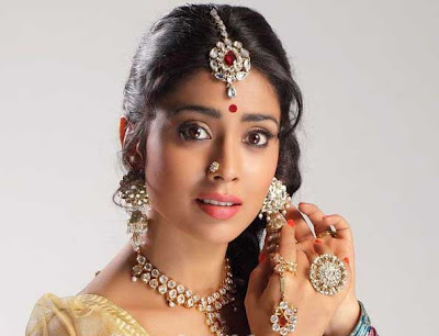 shriya saran new saree glamour  images