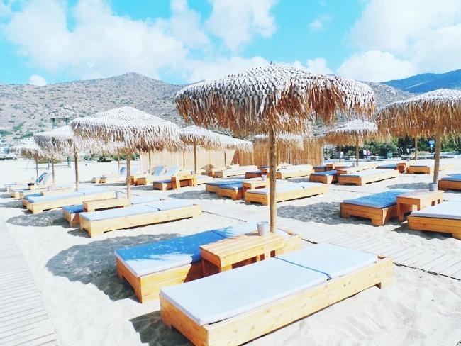 Almyra by the sea beach bar and restaurant Mylopotas beach Ios island.Best Ios beach bars.Ios island travel guide.Where to go in Ios.Ios ostrvo Milopotas plaza.