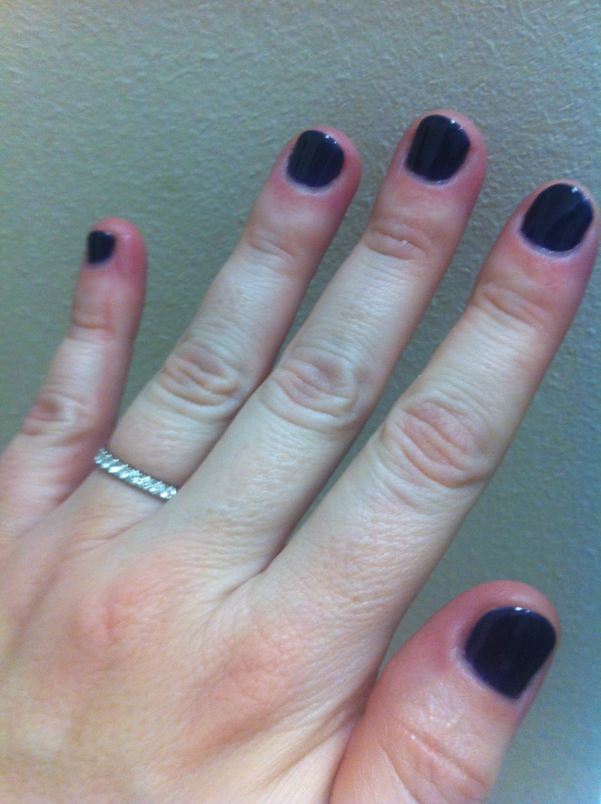 The Pretend Goddess: To Shellac or Not To Shellac...