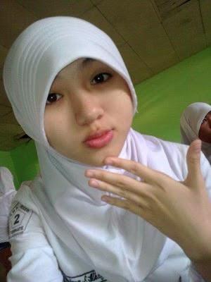 Foto Perempuan Cantik SMA Berhijab