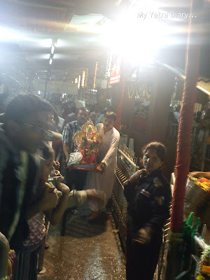 People bringing Ganesha idols for Ganesh Visarjan