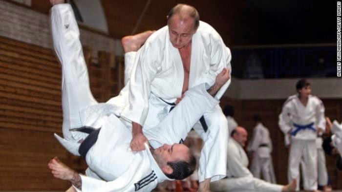 Vladimir Putin Raih Dan VIII Sabuk Hitam Kyokushin Karate