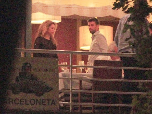 Shakira with Pique in romantic dinner