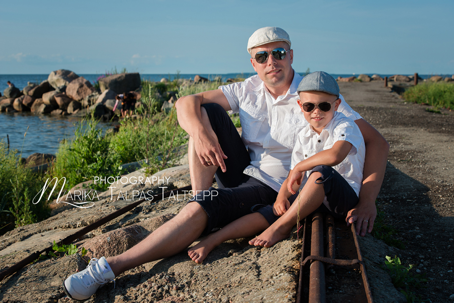 meespere-mehed rannas-prillid