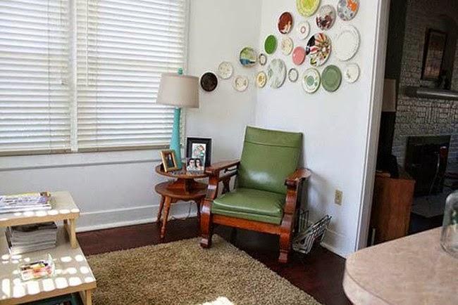 una idea creativa para decorar tu pared puede ser usar platos hurfanos o que ya no tienen vajilla que los acompae with cosas para reciclar en casa