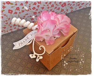 http://anneke-scrapfun.blogspot.be/2015/10/gift-box.html