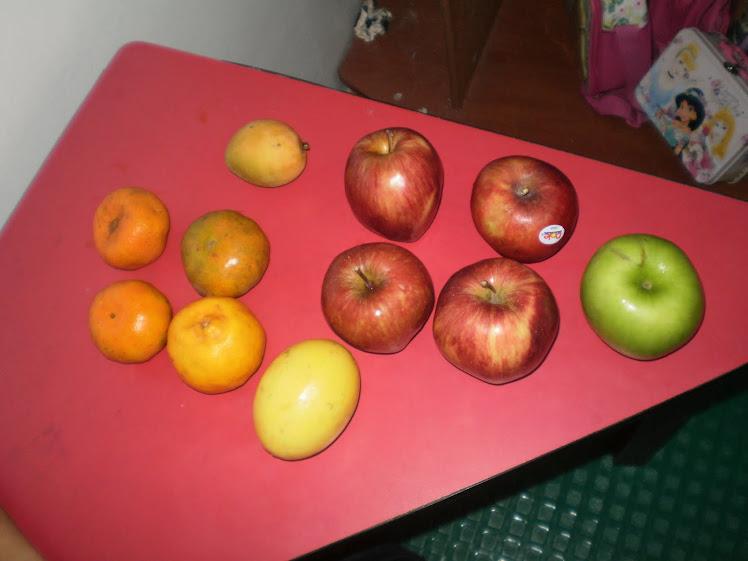 Que rico disfrutar de una ensaladacon frutas con el fonema m