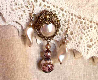 MagPie Approved: Wind Dancer Studios, Vintage Style Brooch w. Earring Set