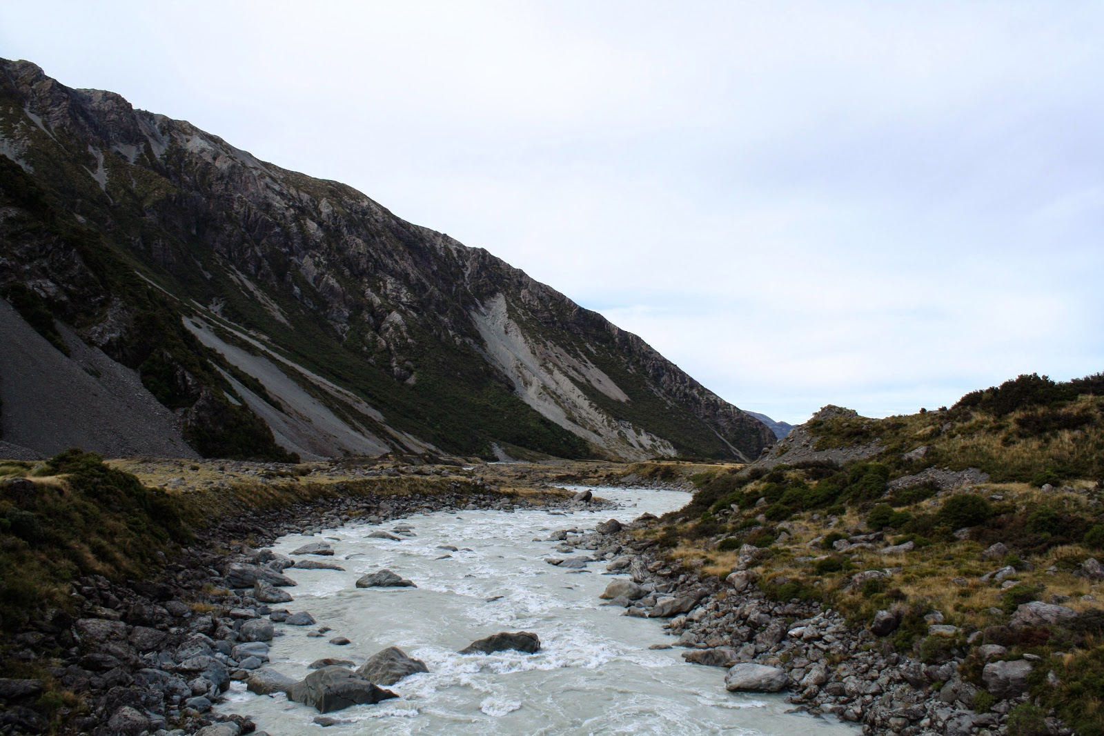 There's a river, and some stones. No glacier in this pic, sorry.