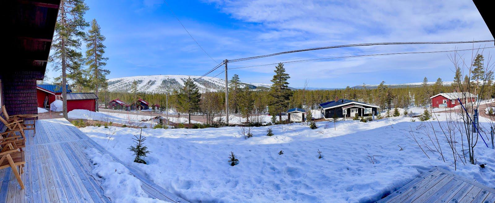 Utsikt mot väster från altanen: Norge och Sverige