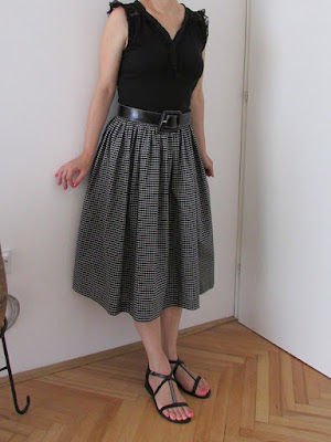 http://ladylinaland.blogspot.hr/2015/08/gathered-midi-skirt.html