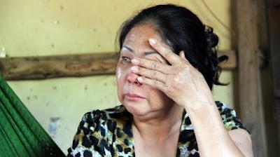 Giọt nước mắt cay đắng của bà Võ Thị Ngọc Vân khi mất bầy gà 5.000 con bị nhiễm cúm H5N1 - Ảnh: Ngô Thiên Phúc