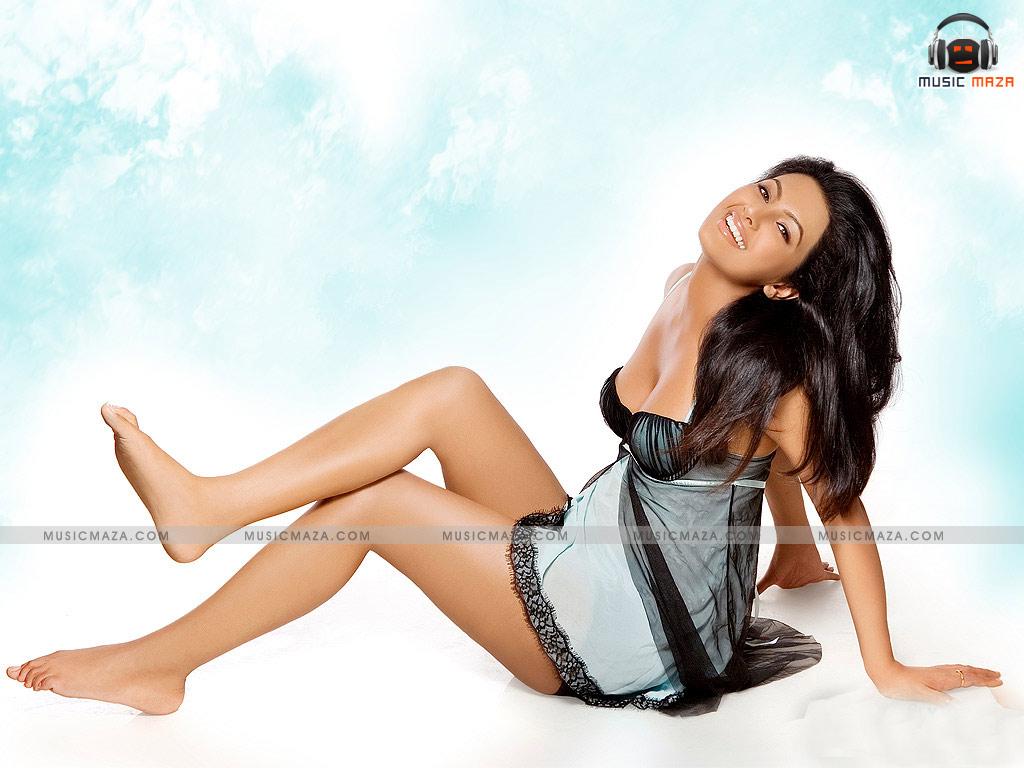 http://4.bp.blogspot.com/-b1V2jWWlqoY/ThAWWC3_J1I/AAAAAAAABmA/IrEsq_7e_KI/s1600/Geeta-Basra-005.jpg