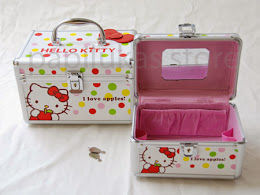 Kotak Kosmetik Hello Kitty