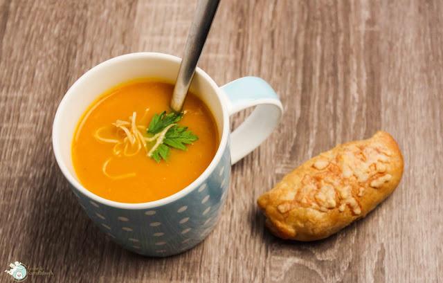 Suppe aus Kürbis und Apfel