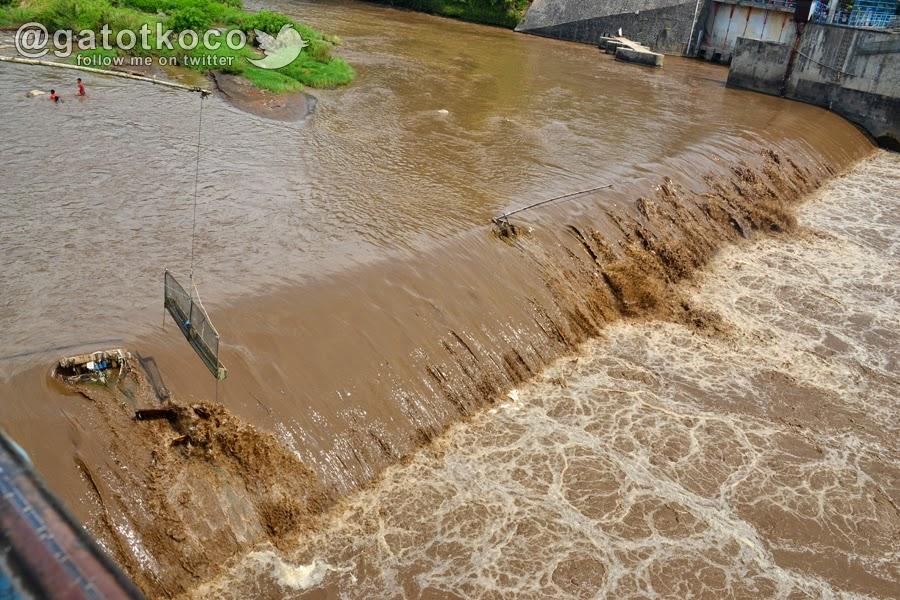 Banjir lumpur sungai Serayu