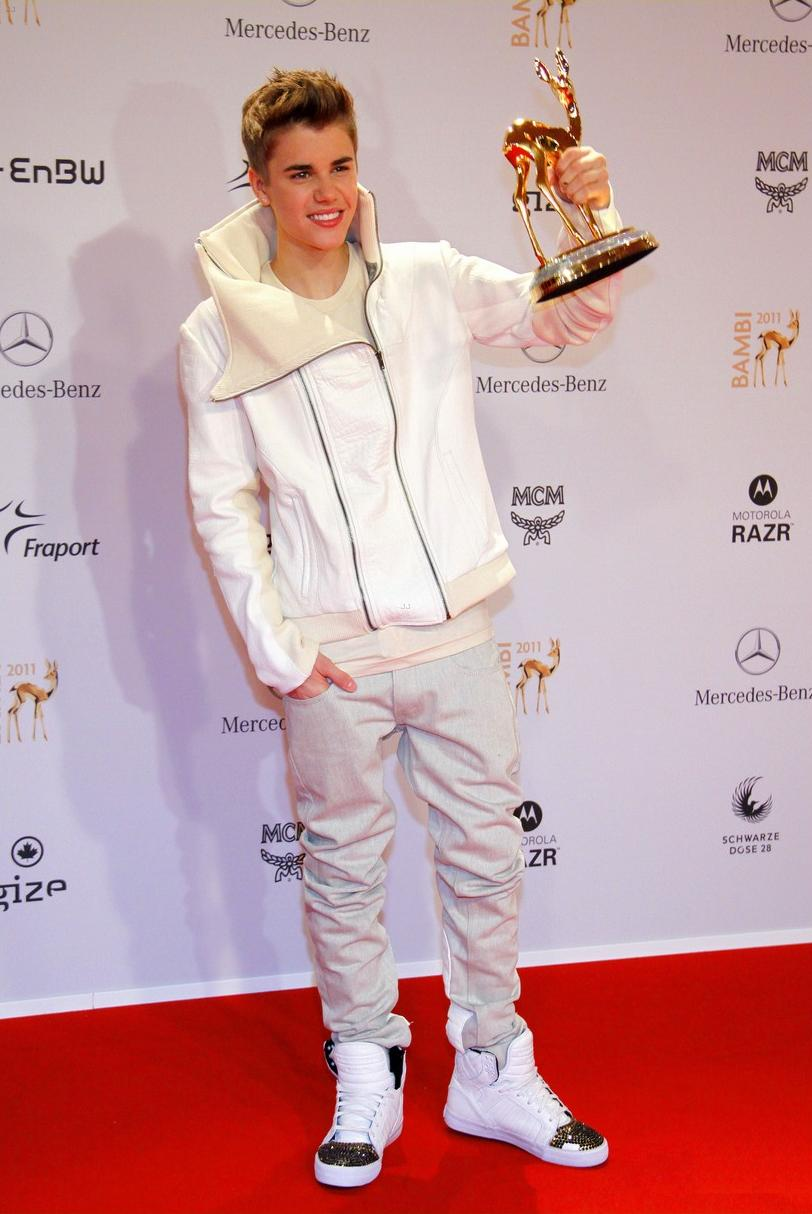 Justin Bieber 39 S New Look At Bambi Awards 2011 Guys Fashion Trends 2013