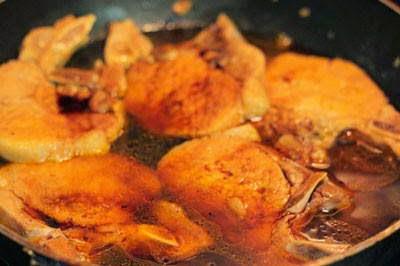 Caramelized Pork Ribs with Soy Bean - Sườn Cốt Lết Rim Xì Dầu