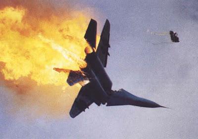 Mig-29 em chamas.