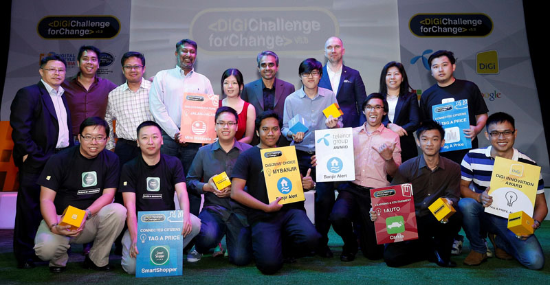 Albern Murty, Chief Operating Officer of DiGi Telecommunications Sdn Bhd with the partners and winners of DiGi Challenge for Change 5