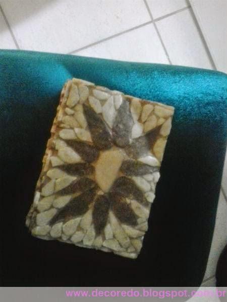 artesanato em pedra de São Tomé caixinha fofa com flor marrom