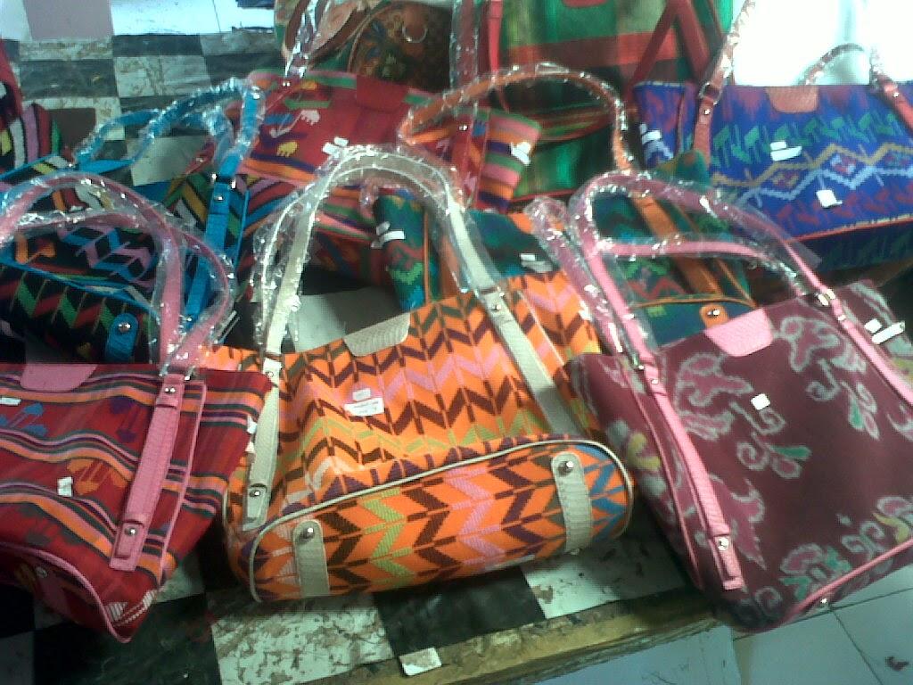 TAS BATIK INDONESIA  Industri tas batik kulit 5c548c45d1