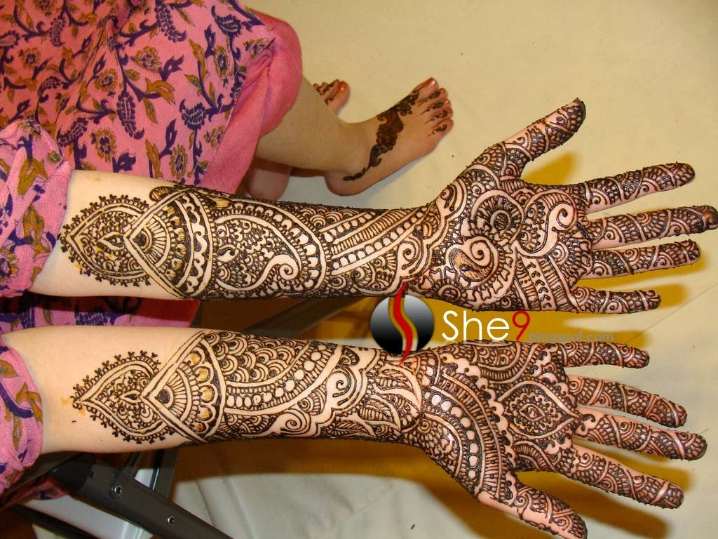 Mehndi Designs With Black Cone : Latest arabic mehndi designs