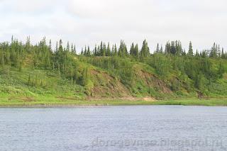 Живописные обрывистые берега Шапки, река Шапкина