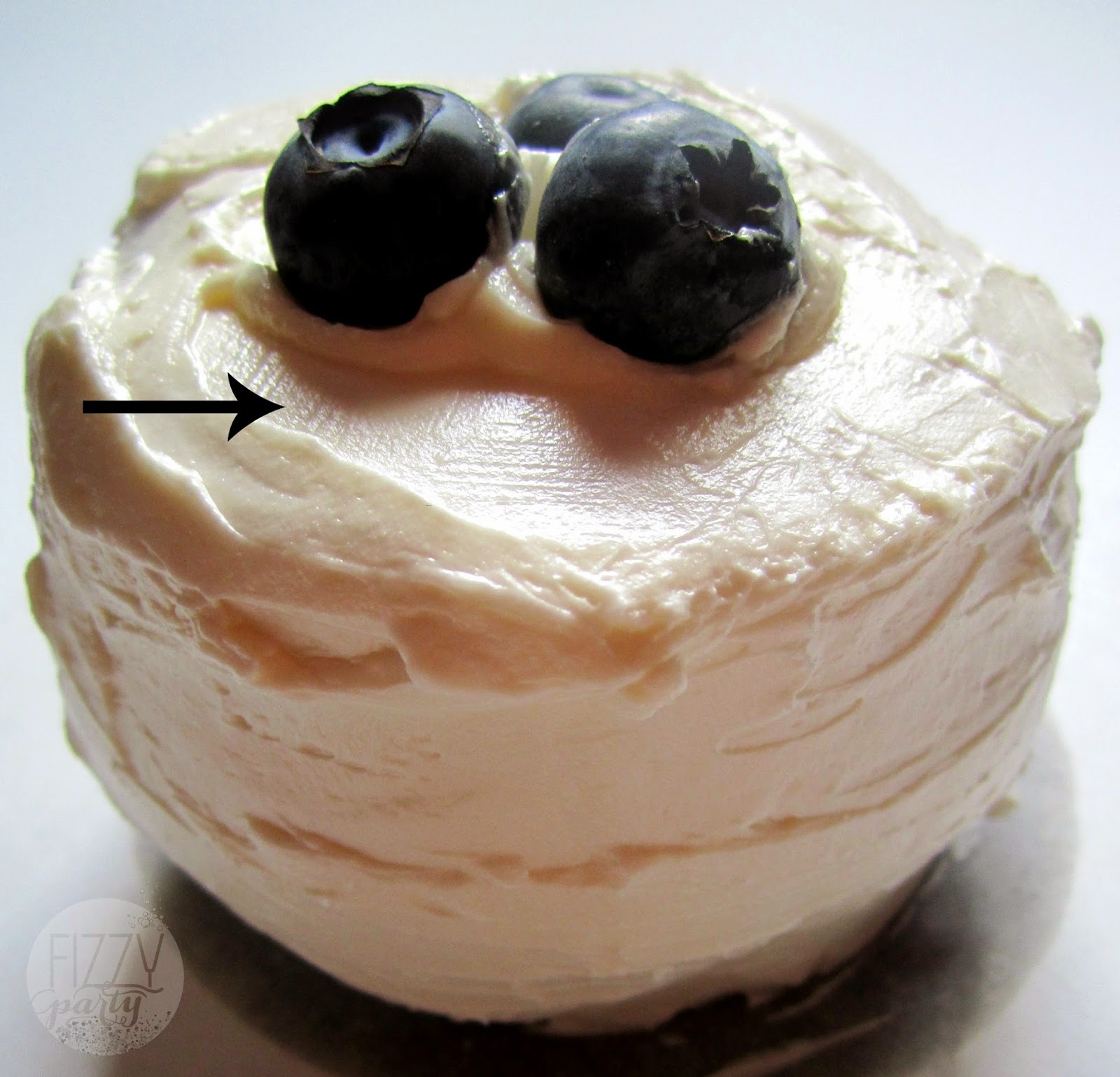 Dream Cakes mini cake with blueberries