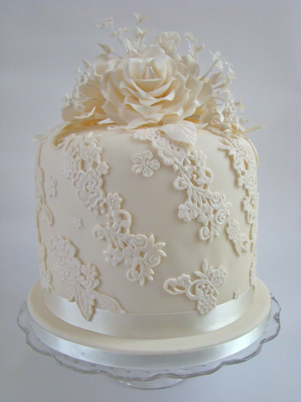 ivory rose and lace column wedding cake. Black Bedroom Furniture Sets. Home Design Ideas