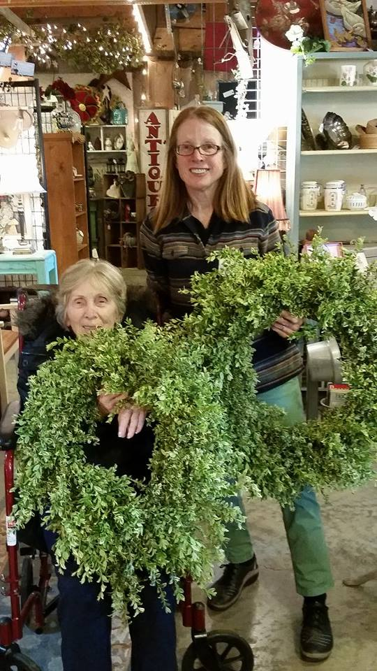 VARIEGATED BOXWOOD WREATH