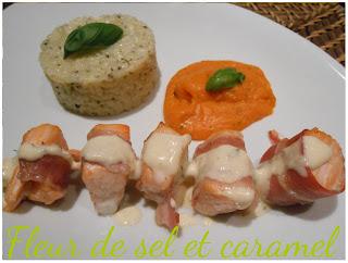 Brochette de saumon au lard sauce citronnée