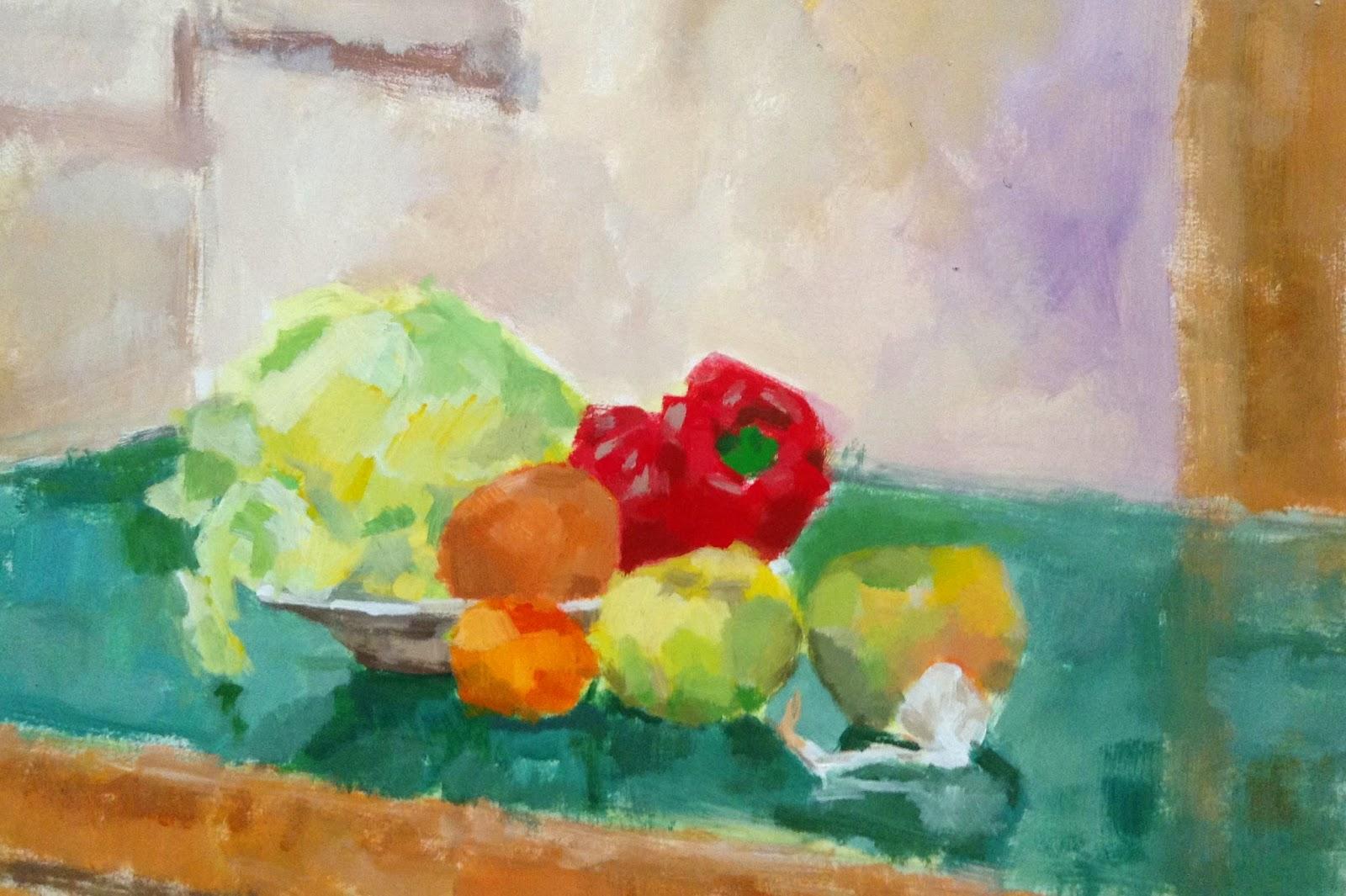verduras en un plato y sobre una mesa