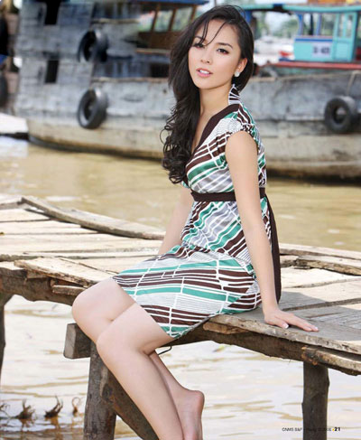 hot and sexy duong truong thien ly 02