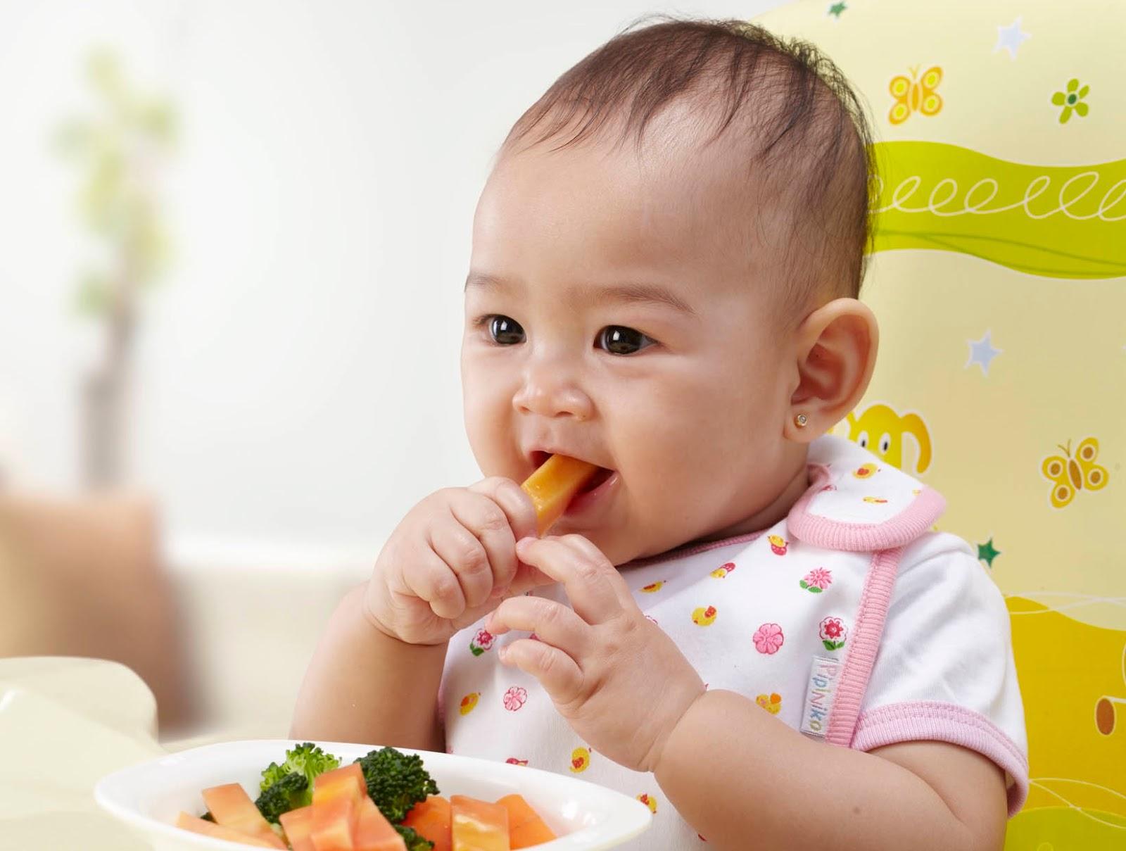 Hidup Sehat - Bayi makan sendiri