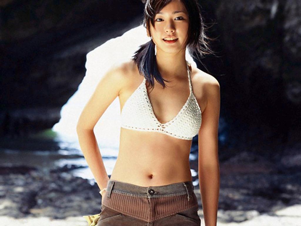 http://4.bp.blogspot.com/-b4g7z_dvauo/Tu12Cb9IwJI/AAAAAAAADks/iSeob7U-Lw8/s1600/Yui+Aragaki+Bikini+b+%252811%2529.jpg