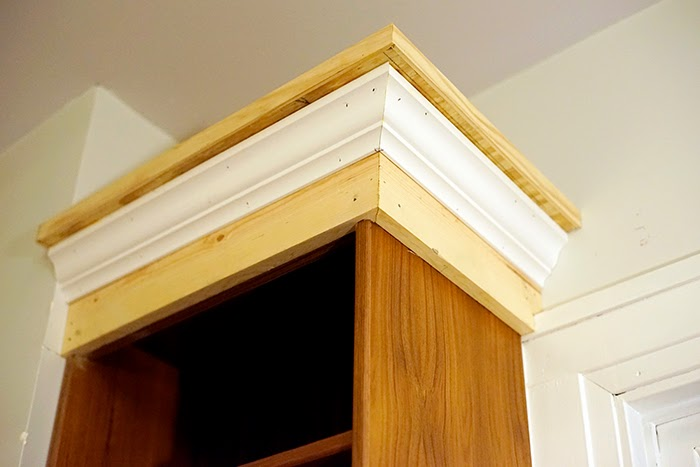 DIY Built Ins Crown Moulding