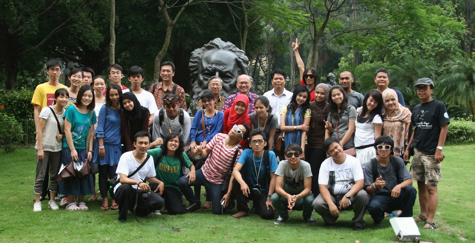 Foto Bersama di Guangdong University, China. 2011