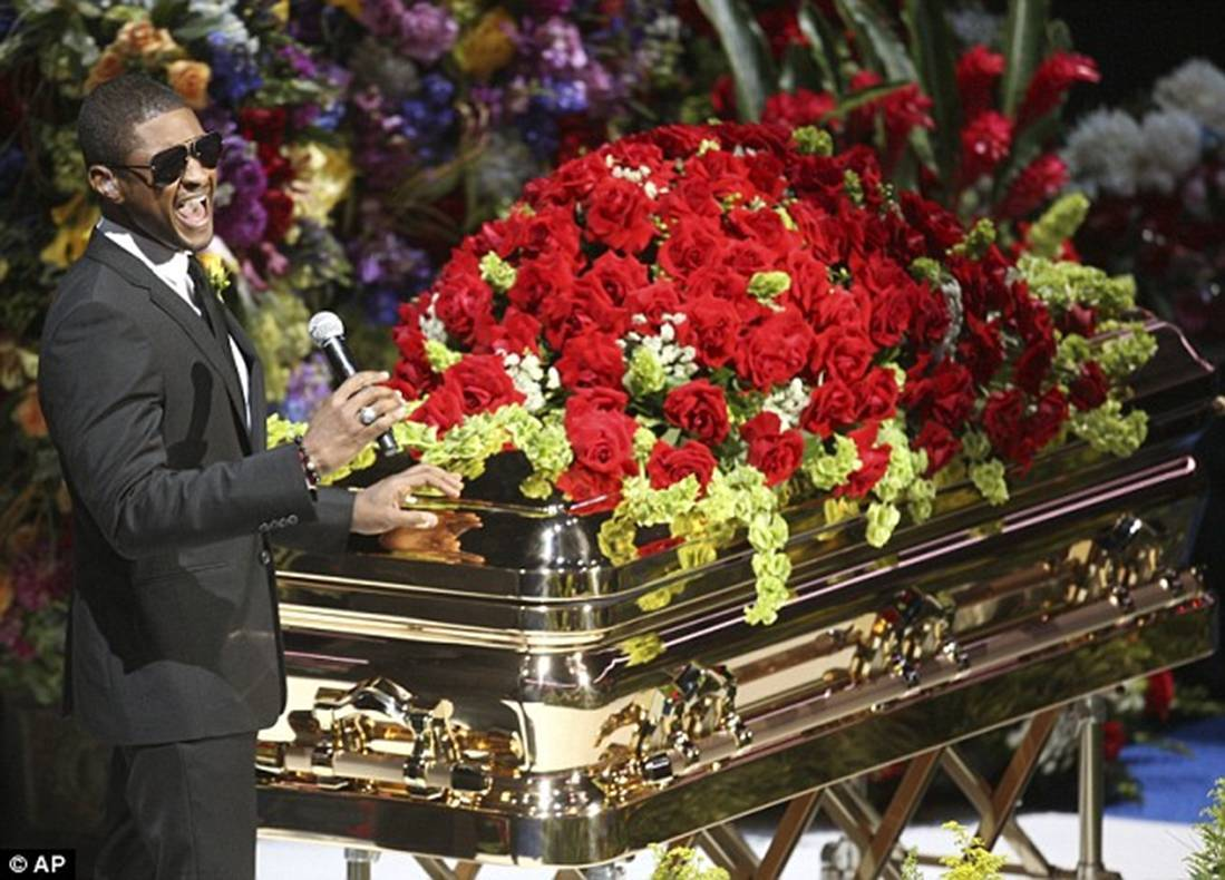 http://4.bp.blogspot.com/-b5FHWhyspPo/TgqhYt3iUPI/AAAAAAAAAPs/No1PwJIi50U/s1600/Micheal-Jackson-Funeral25.jpg