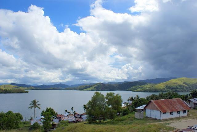 Objek wisata Danau Sentani 4
