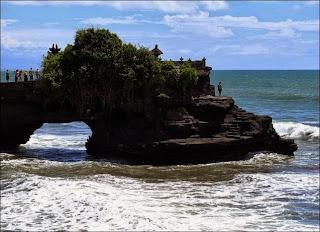 Pura Batu Bolong - 7 Tempat Wisata untuk Liburan di Lombok