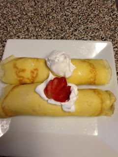 strawberry and cream crepes