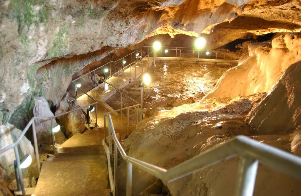 Kaklık Mağarası
