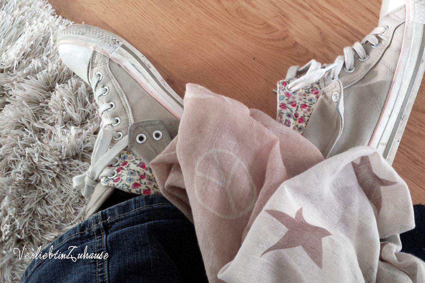Rosa Sneaker und rosa Loop Schal