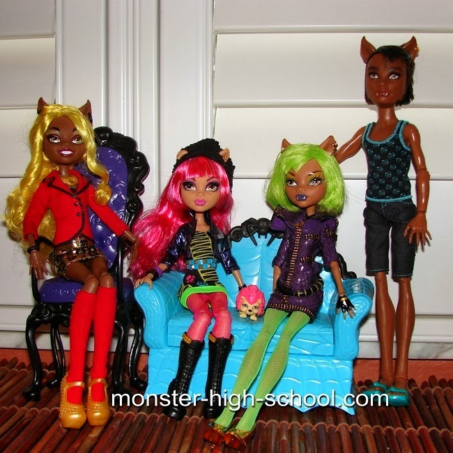 Howleen Wolf and the Monster High Wolf Family
