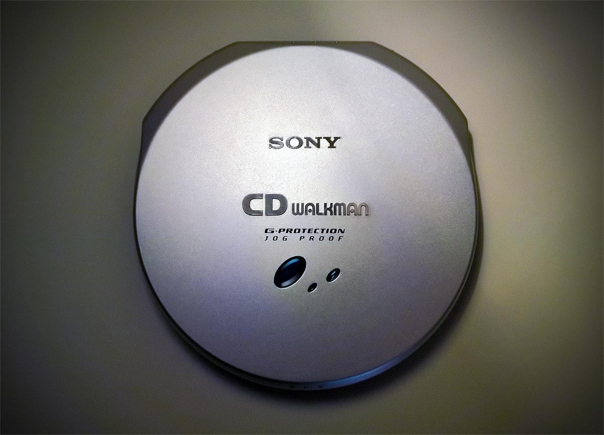 "Sony D-EJ 915: they should have kept the ""Discman"" lettering, it was far  more unique."
