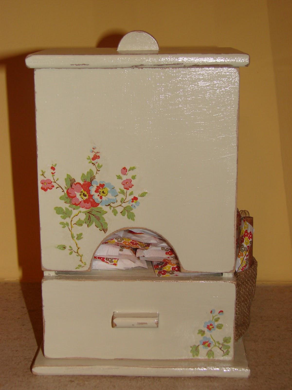 #4C200A Isabel Évora: Caixa de madeira com a técnica de decoupage 1206 Portas E Janelas De Madeira Em Vitoria Da Conquista